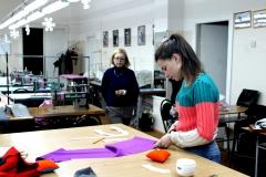 И.А. Колмогорова создатель и руководитель «Школы IVANOVA кутюрье» на занятиях по конструированию одежды.